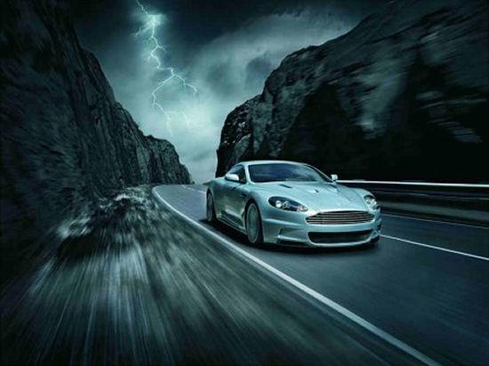 L'Aston Martin di James Bond finisce nel Lago di Garda!