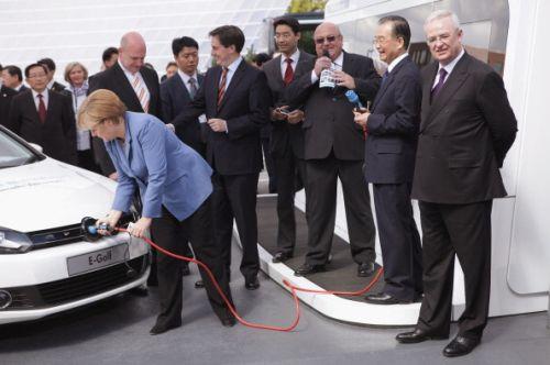 auto elettrica ricarica 30 secondi