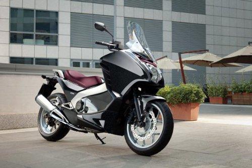 honda-integra-scooter-guida-come-moto