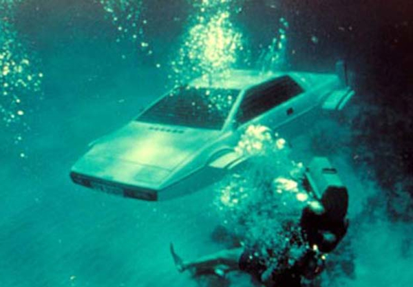 Bond-Lotus-Esprit-sub